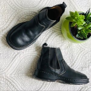 Born Black Leather Pull On Booties Size 6 1/2